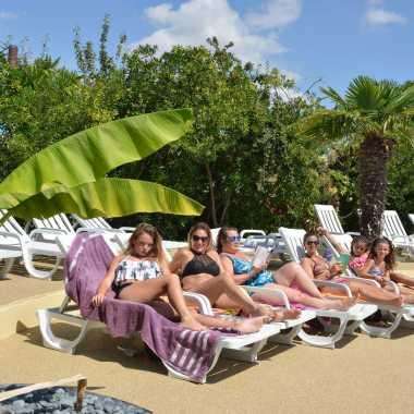 transats bord de piscine espace aquatique camping chatelaillon