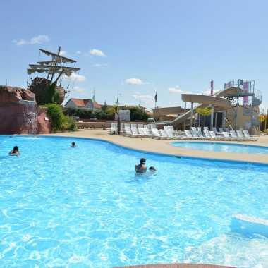 grande piscine pour des vacances en famille