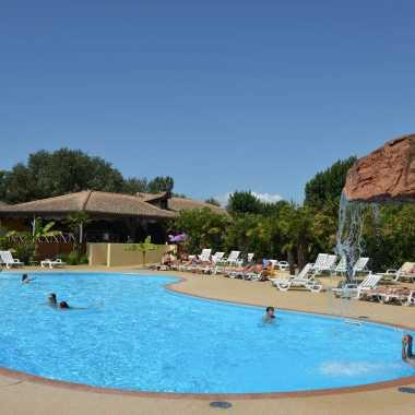 grand bassin espace aquatique piscine du village corsaire deux plages