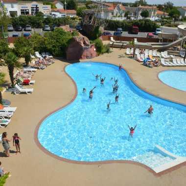 activités enfants baignade espace aquatique et piscine camping le village corsaire