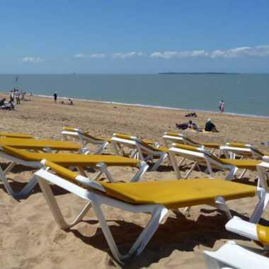 au bord de l'eau plage de chatelaillon-plage en vacances cmt17