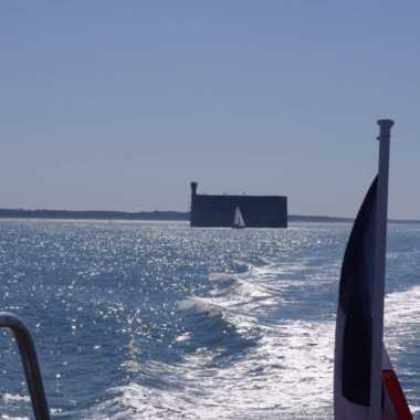 A bord d'un bateau à destination du fort Boyard